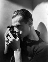 https://fotografiaperfecta.files.wordpress.com/2010/09/henri-cartier-bresson.jpg